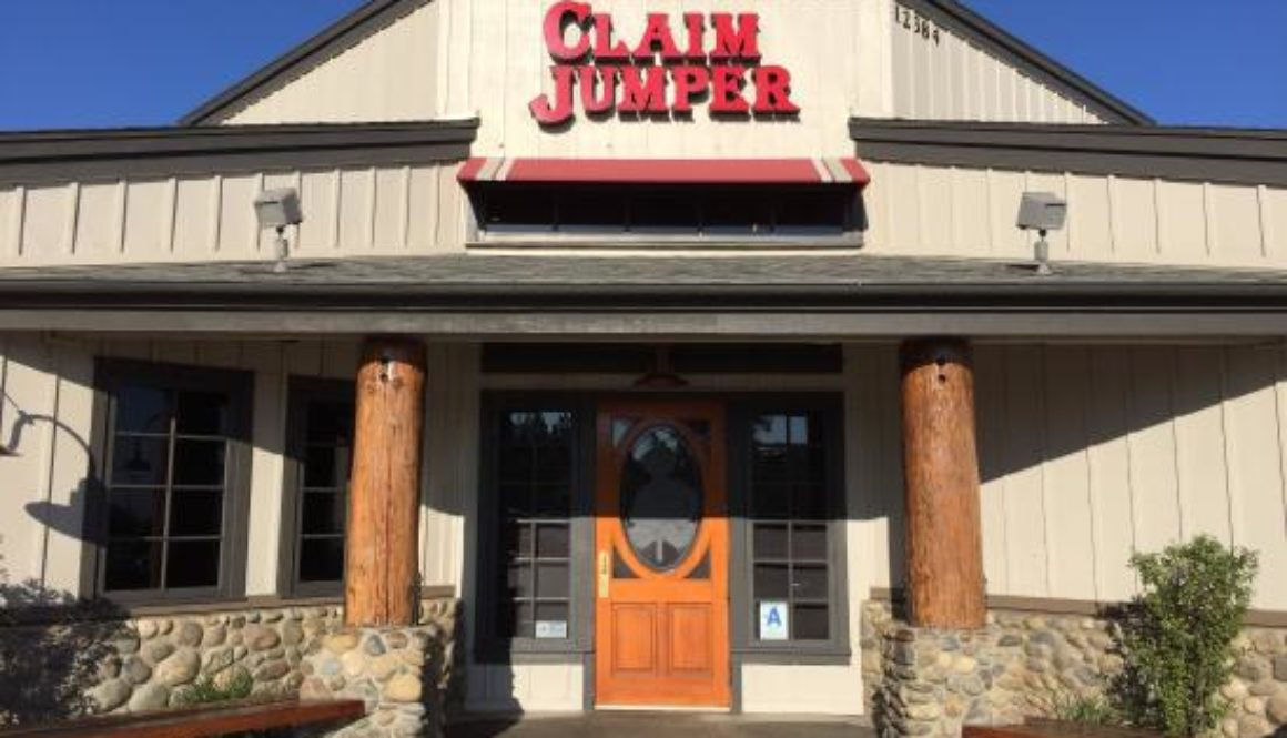 claim-jumper-outside